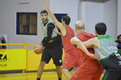 Basquet Bahiense - Villa Mitre derrotó a Bahiense del Norte en el inicio de 4° de final - 14 puntos de Silva.