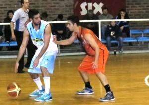 Basquet Bahiense - Derrota de Barracas con 9 puntos de Martín Cleppe.