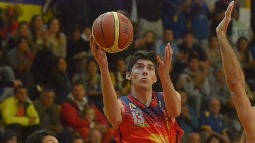 Basquet Bahiense - Esteban Silva presente con diez puntos para una nueva victoria de Bahiense.