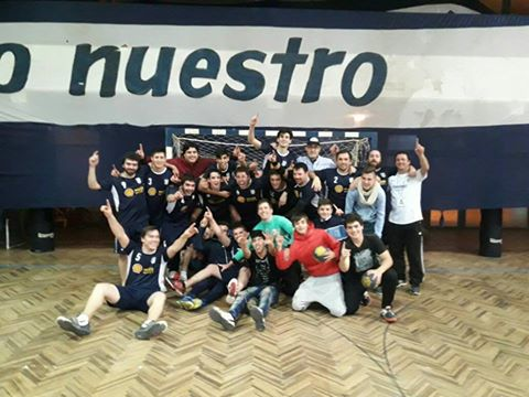 Handball A.B.SO.B.A - Sarmiento Handball venció a Daireaux por 26 a 25 y se quedó con el apertura en varones.
