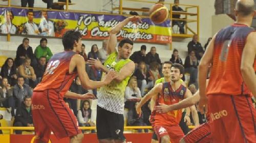 Basquet Bahiense - Bahiense del Norte derrotó a Villa Mitre y se adjudica el número uno del torneo - Silva convirtió 8 puntos.