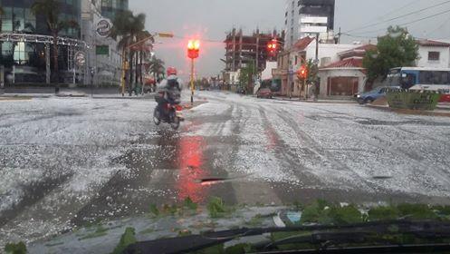 Cayó granizo en varias provincias y hay alerta de viento zonda en San Juan y San Luis