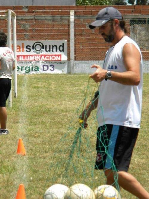 El olavarriense Diego Menino es el nuevo entrenador de Peñarol de nuestra ciudad.