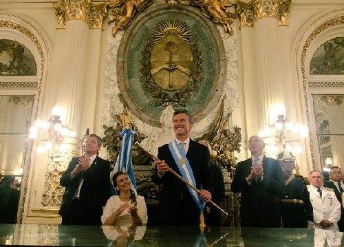 Macri con los atributos en  la Casa Rosada