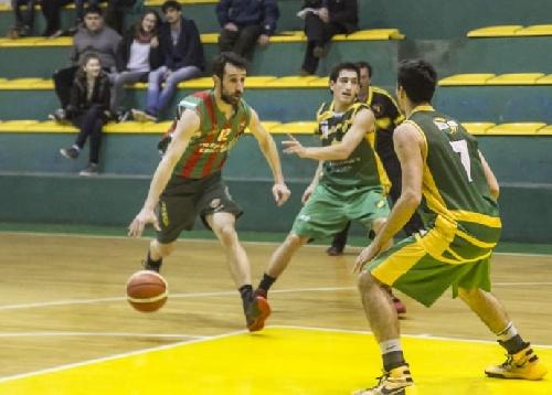 Basquet Tres Arroyense - Deportivo Sarmiento cayó ante Costa Sud - 9 puntos de Denis Biscaychipy.