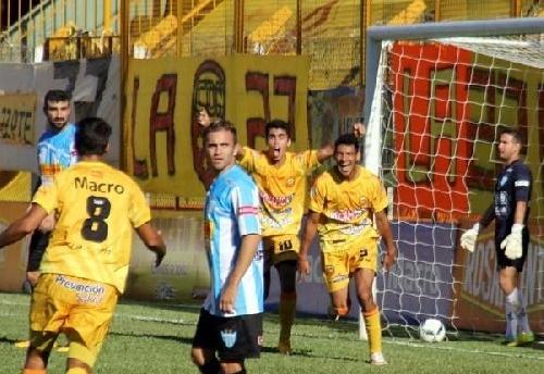Nacional B - Martín Prost ingresó para Juventud Unida de Gualeguaychú, que cayó derrotado por uno a cero.