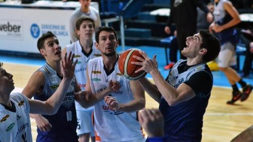 Basquet Bahiense - 18 tantos de Martín Cleppe para colocar al albo en semifinales.