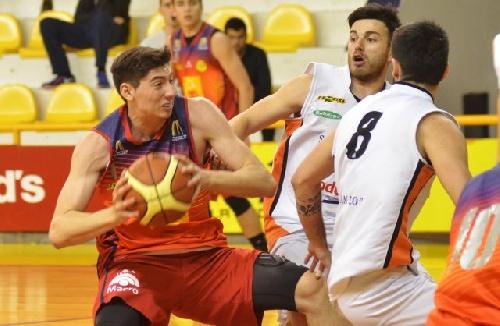 Basquet Bahiense - Bahiense derrotó a San Lorenzo y se mantiene como escolta - Silva convirtió 6 puntos.