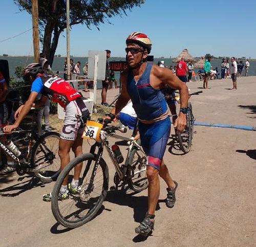 Jorge Melo Rodríguez 1° en su categoría en el Triatlon de Cochicó