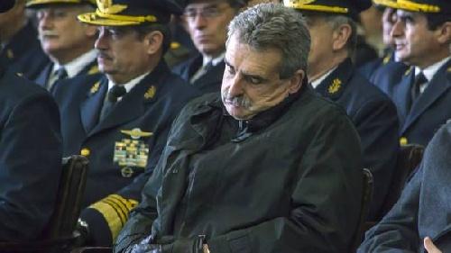 Ajuste en la Fuerza Aérea: jornadas de 5 horas y sin comida - No se renuevan los aviones que dejan de funcionar (foto:ministro Rossi el viernes 14/8)