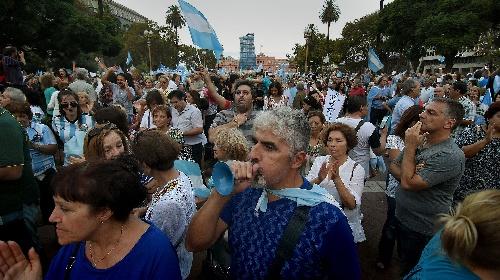"""#1A : Masiva """"Marcha por la Democracia"""" en Buenos Aires y manifestaciones en ciudades del interior"""
