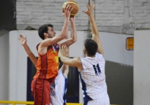 Basquet Bahiense - Bahiense derrotó a Argentino y mantiene la punta del torneo -  18 puntos de Esteban Silva.