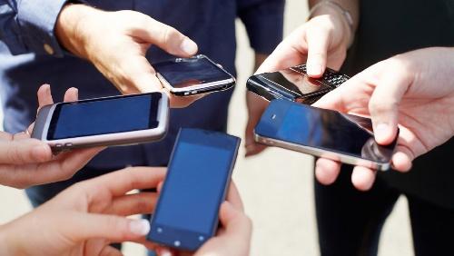 Herencia K: 46 mil celulares y deuda de 400 millones -  1.300 de esos usuarios son personas fallecidas.