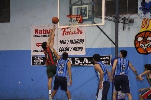 Basquet Tres Arroyense - Deportivo Sarmiento venció a Club de Pelota y vuelve a liderar la tabla - 14 puntos para Damian Palma.