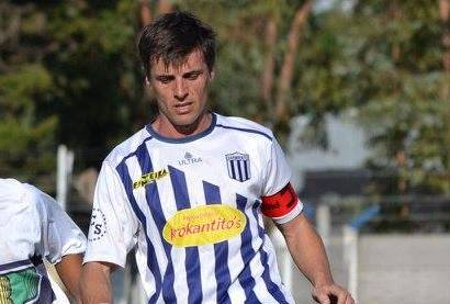 Adrian Pomies deja la práctica de fútbol activa en la liga regional.