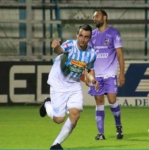 Nacional B - Con un gol de excelente factura del pigüense Martín Prost, Juventud Unida bate a Instituto y sale de zona de descenso.