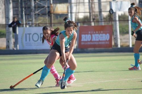 Hockey Femenino - Arg Gral Roca - El Sub 18 sumó dos derrotas y quedó sin chances de semifinal.