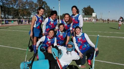 Hockey Femenino - Dos equipos del Cef 83 Categoría Mamis participo de un torneo en el Palihue.