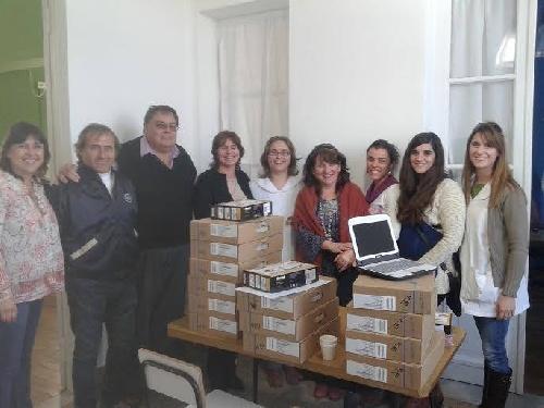 Municipalidad de Saavedra Pigüé: entrega de netbooks y servidor para escuelas rurales