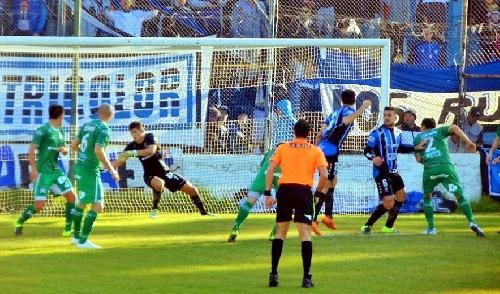 Nacional B - Almagro con Marcos Litre cayó como local ante Ferrocarril Oeste.