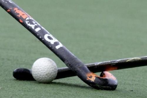 Hockey Femenino - Derrota del Cef 83 ante Blanco y Negro en Sub 16. Los cruces ya definidos.