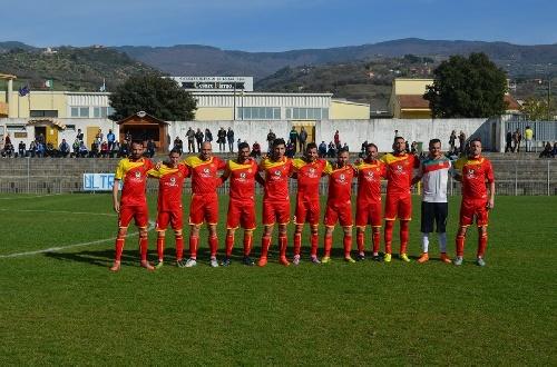 Calcio Serie E - Victoria del Isola con Maxi Ginobili para seguir en la punta.