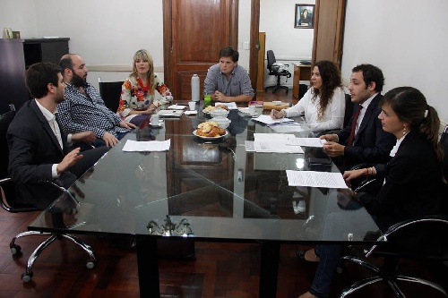 LA DIPUTADA MERQUEL PROMUEVE Y APOYA EL AMPARO CONTRA EL TARIFAZO