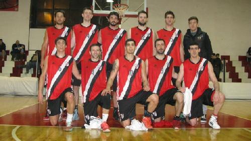 Federal Basquet - River Plate vuelve a caer derrotado. David Fric convirtió 12 puntos.