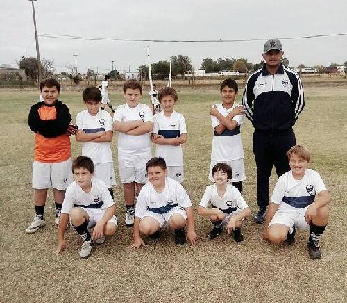 Infantiles - Los chicos de Deportivo Argentino participaron de un certamen organizado por San Martín de Carhué.