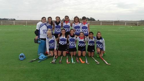 Hockey Femenino - Club Sarmiento derrotó a Deportivo Sarmiento de Carhué por cuatro a cero en Sub 14.