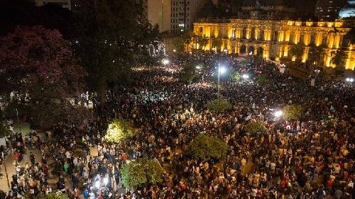 Tucumán : Una multitud volvió a marchar por las denuncias de fraude, quema de urnas y la brutal  represión