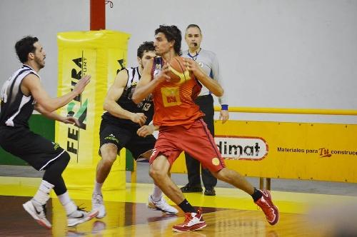 Basquet Bahiense - Con 9 puntos de Silva, Bahiense estrena con el pie derecho el Clausura.