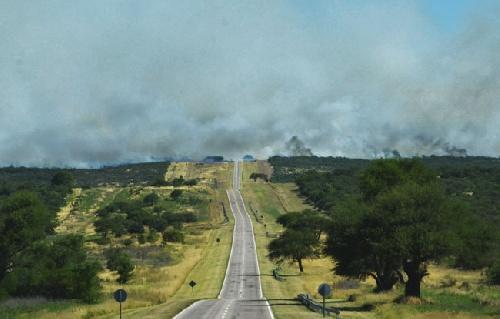 Hay focos de incendio cerca de Jacinto Aráuz y Algarrobo -  Bomberos piguenses en Arauz