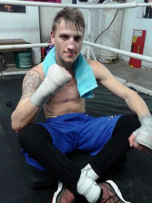 Box - El Croata Eberhart perdió en Patagones mientras que el otro crédito local Matías Cabrera obtuvo un triunfo.
