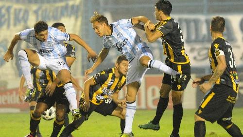 SuperLiga - Olimpo obtuvo un empate en Tucumán - Valentín Otondo presente en el banco aurinegro sin sumar minutos en cancha.