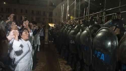Cooperativa Textiles; juventudes politicas del Gen, PJ Y Frente Renovador; Suteba y Sadop repudiaron desalojo gremial docente de plaza Congreso