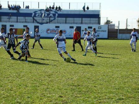 LRF - Inferiores - Sarmiento batió en las 4 categorías a Deportivo Argentino - Tres derrotas de Peñarol y un empate. Una derrota de Unión y una parda.