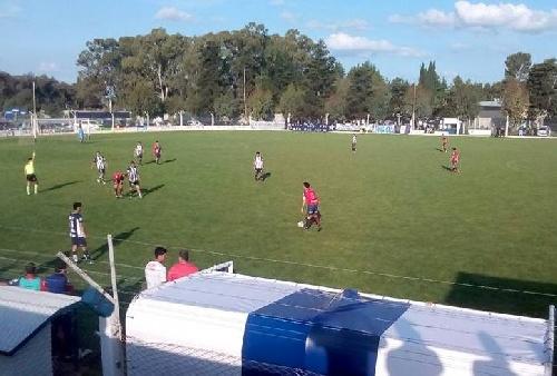 LRF - Peñarol como visitante y Unión como local se quedaron con los clásicos.