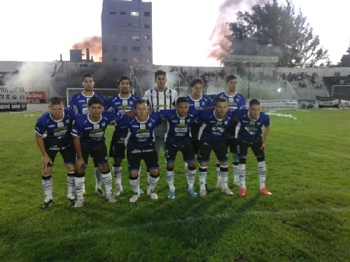 Liga del Sur - Derrota de Liniers ante Bella Vista en el comienzo del torneo bahiense. Lagrimal titular en el Chivo.