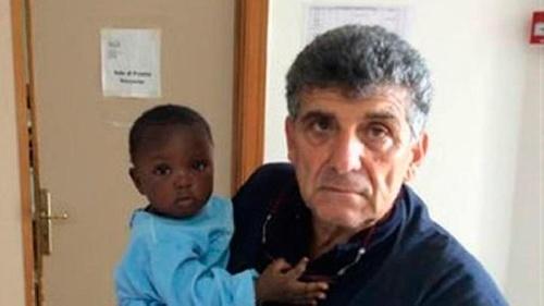 El drama de los refugiados en Europa: una bebé que llegó sola a Lampedusa