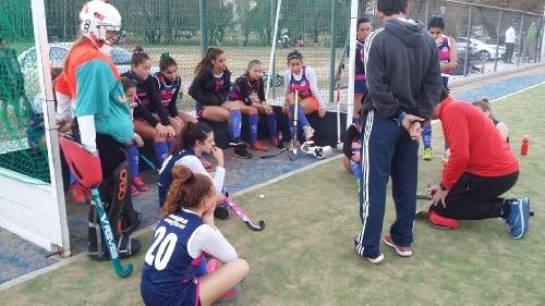 Hockey Femenino - Los Sub 16 de Sarmiento y Cef 83 son finalistas.