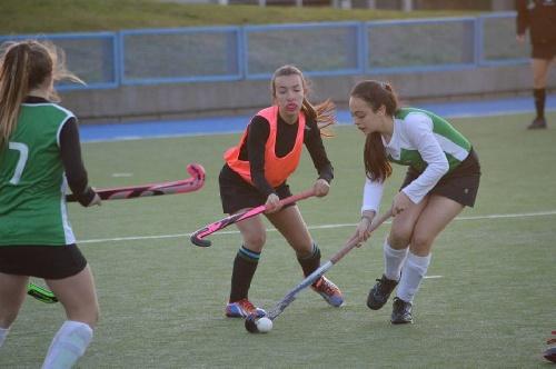 Hockey Femenino - Sub 14 A y Sub 14 B de la Asociación del SudOeste y dos empates en la segunda fecha.