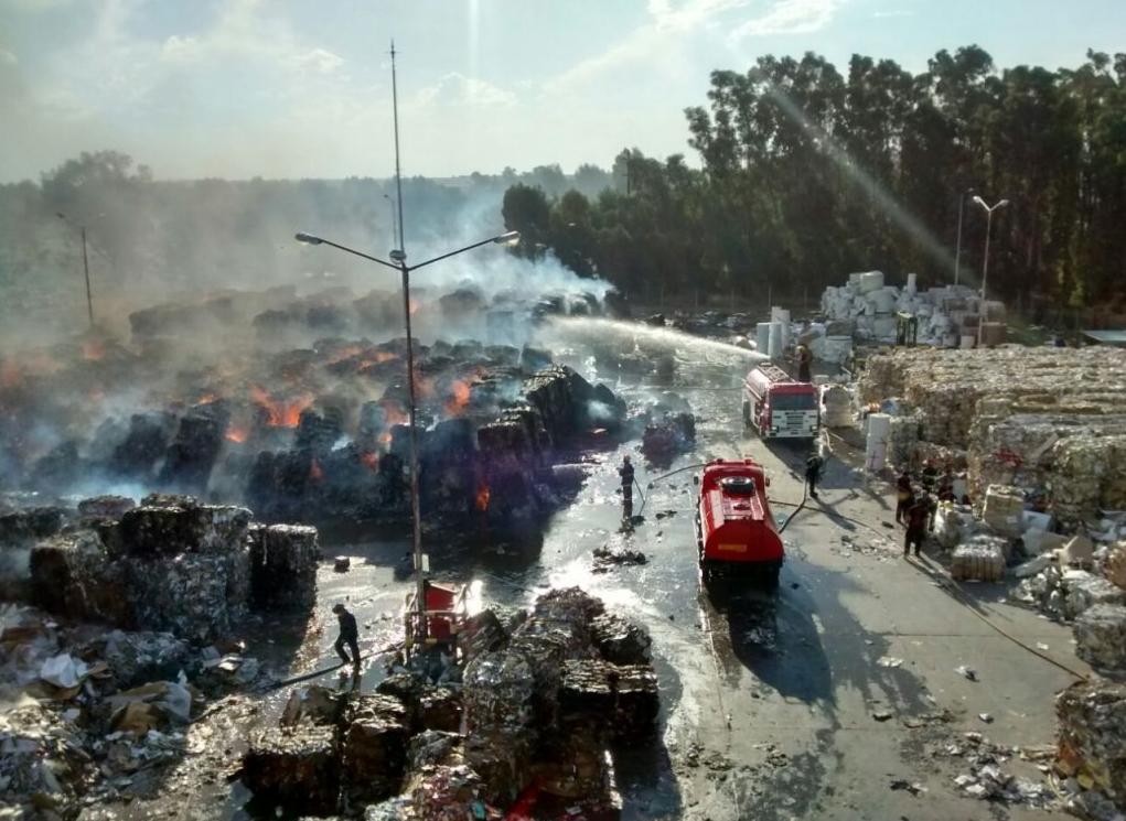 Los Bomberos controlaron  el incendio en la papelera de Tornquist