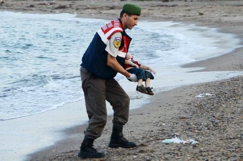 La foto de un chico sirio muerto es el nuevo símbolo del drama migratorio
