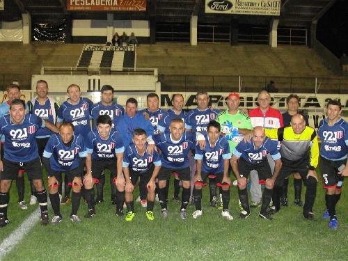 Fútbol del Recuerdo - Unión Pigüé cayó ante Huanguelén y quedó eliminado - Semifinales a jugarse.