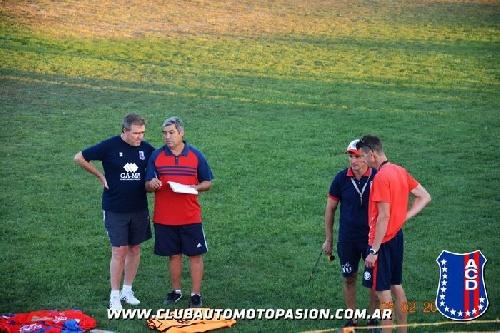 LRF - Eduardo Salvi con Automoto comenzó la pretemporada futbolística en Tornquist.
