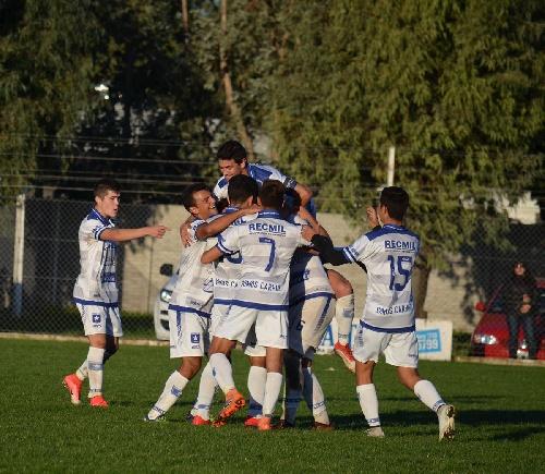 LRF - Racing de Carhué venció a Peñarol por la vía de los penales y es finalista