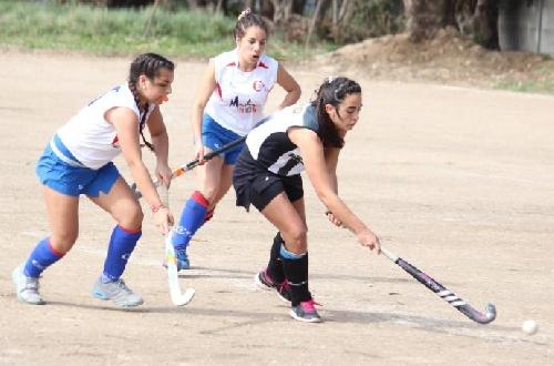 Hockey Femenino - Victoria del Cef 83 ante Atlético Huanguelen como local en primera.