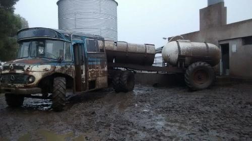 ORNI, objeto rodante no identificado: Pablo, el tambero de Puan que inventó un vehículo para poder sacar la leche por caminos inundados
