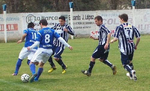 LRF - Club Sarmiento y Rácing de Carhué se cruzan en semifinales en el 19 de marzo de nuestra ciudad.